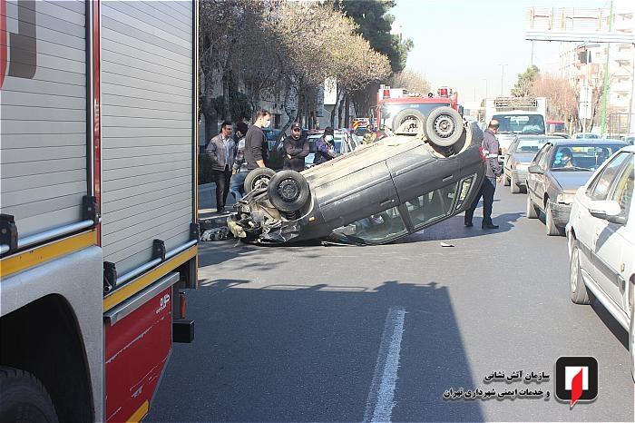 واژگونی خودروی سواری در شهرری یک مجروح برجای گذاشت