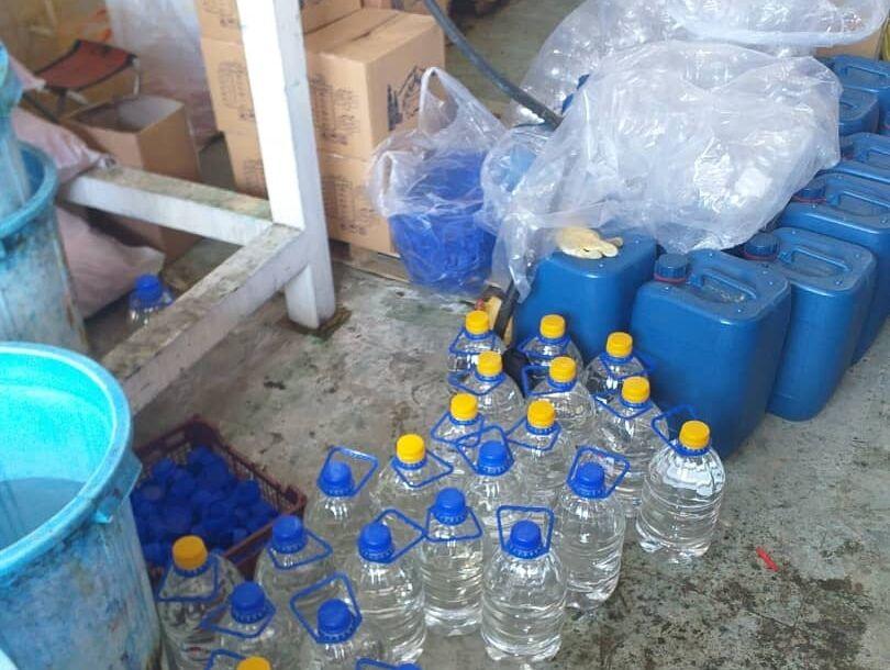 افزون بر ۲ هزار لیتر الکل احتکاری از انبار شهرستان ری کشف شد